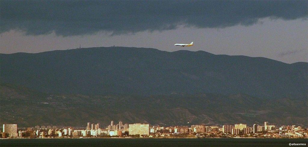 Alicante - Fly - Landing - Spania