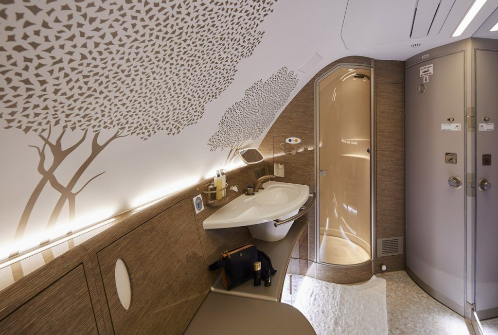 Nyoppusset shower Spa - Emirates - Airbus A 380 - 2021