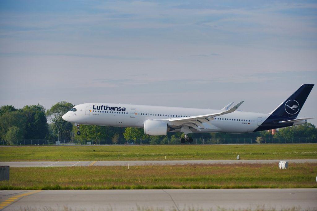 Lufthansa - Airbus A 350 - Take off