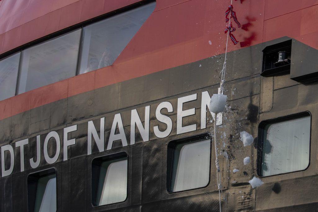 MS Fridtjof Nansen - Ekspedisjonsskip - Cruiseskip - Hurtigruten - Lingyearbyen - Svalbard