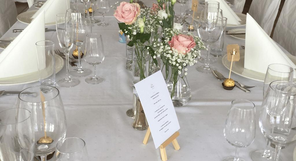 Bildet av dekket bord i bryllup
