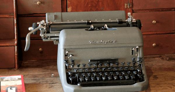 Bildet av en gammel skrivemaskin