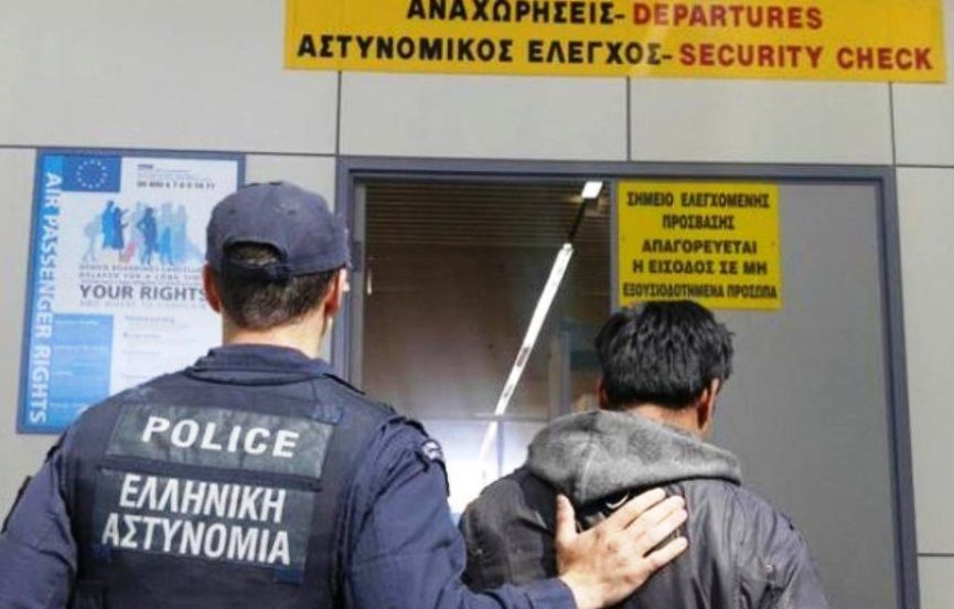 13 foreign nationals arrested at Corfu and Zakynthos airports