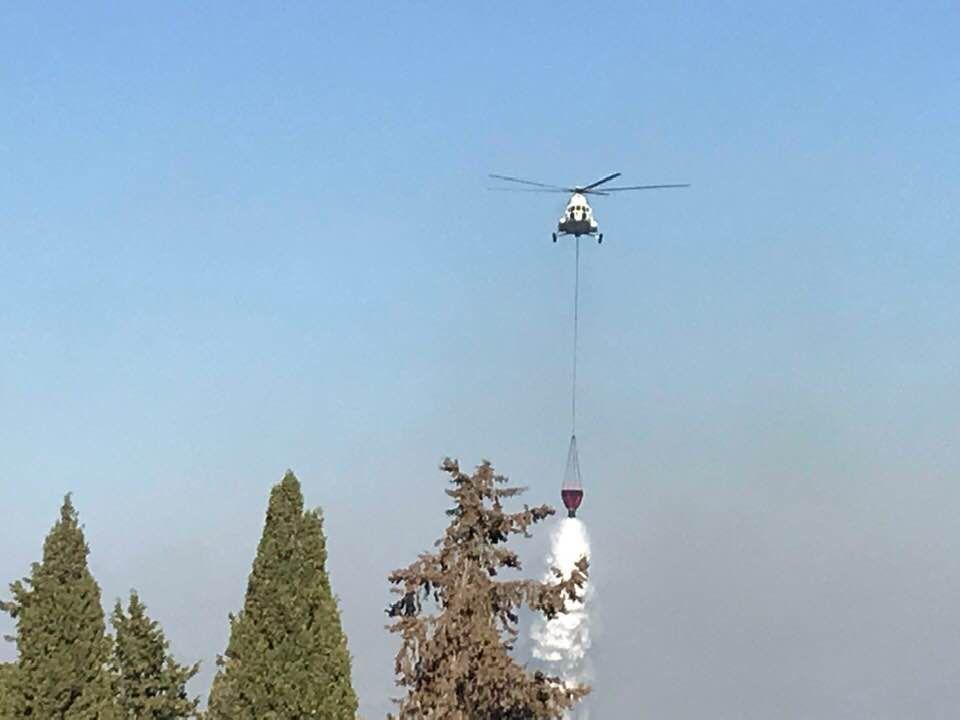 Ενίσχυση από ελικόπτερο για τη φωτιά στους Καλαφατιώνες