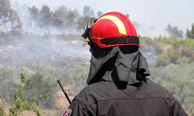 Παραμένουν πυροσβεστικές δυνάμεις στην Παλιά Περίθεια